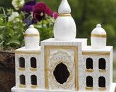 The beauty of the Taj Mahal