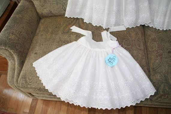 Adorable little girl's dress in white or ivory....Perfect for any special occasion..  Available in sizes 1T..2T..3T..4T..5..6..7...