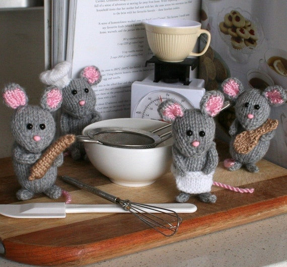Mice in the Kitchen - INSTANT DOWNLOAD PDF Knitting Pattern