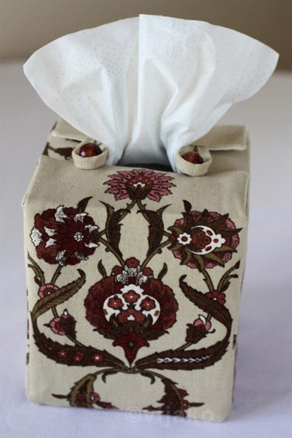 Damask floral compact tissue box cover