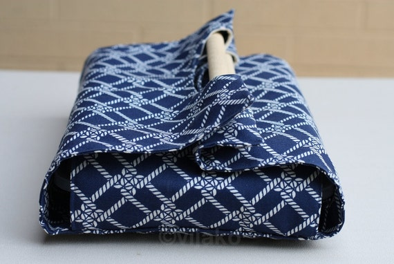 Navy blue and white casserole carrier