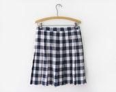 vintage 80s pleated skirt, black and cream plaid, l xl