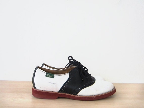 vintage 70s saddle shoes, navy and white bass oxfords, size 8 38.5