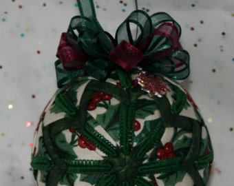 Quilted Ornaments Quilf Ball Ornaments Christmas Longaberger Traditional Holly with Matching Poinsettia Charm