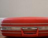 1980s Vintage Large Suitcase in Retro Red by Samsonite