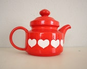 Mid Century Teapot // Vintage Valentines Day Red Heart Teapot