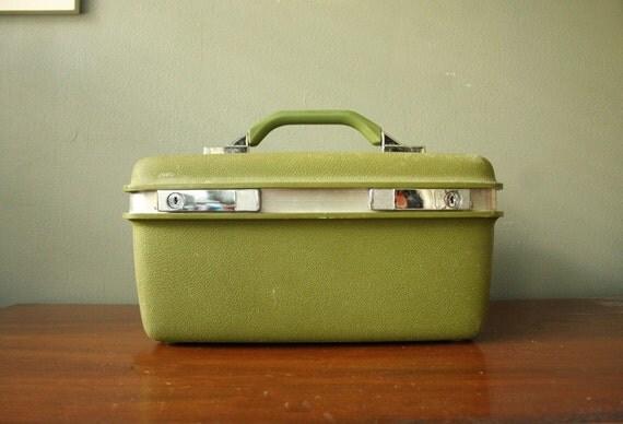 The Vintage Avocado Royal Traveler Train Case