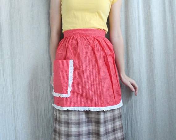 Holiday Sale . Vintage Sweetheart Pocket Apron