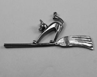 Cat on Broom pendant 1 bail Australian Pewter AF295