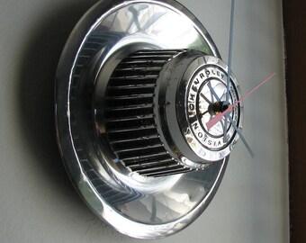 1968-74 Rally Wheel Chevy Corvette Camaro hubcap clock No.2417