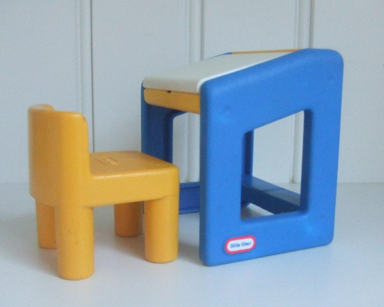 LITTLE TIKES Dollhouse Artist School Desk and Chair sunny