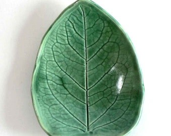 Porcelain Leaf Plate- Red Velvet