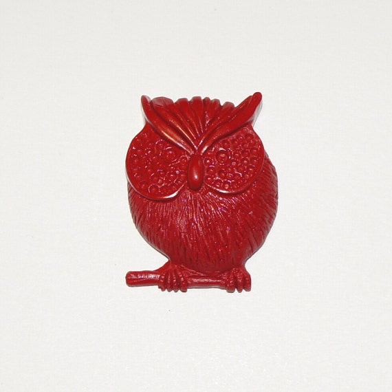 Red resin None The Wiser Owl brooch pin badge