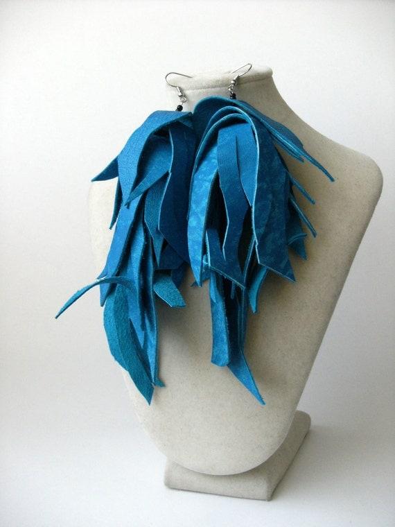 Shredded leather earrings - electric blue