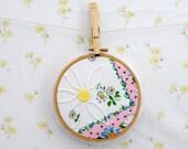 daisy hoop art