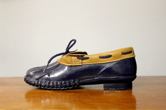 Navy and Tan Rubber Duck Rain Boots 80s Women 6