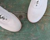 1960s White Oxfords / Size 9 / White Bucks / 60s Shoes