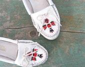 Vintage Minnetonka Moccasins / White Beaded Fringe Loafers / 6