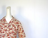 Vintage 1960s Blouse / Red and Gold Poppies / 60s Blouse / S M