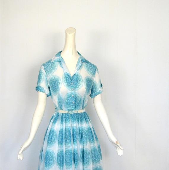 50s Shirtwaist Dress / Blue Spirograph / 1950s Full Skirt Dress / XS S