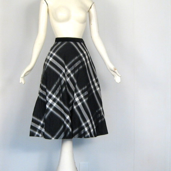 Vintage Taffeta Skirt / 1950s Skirt / Black and Silver Plaid / 25W