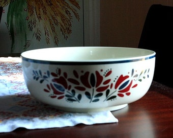 Vintage Asta 1982 Made in Japan Red and Blue Floral Serving Bowl S5068