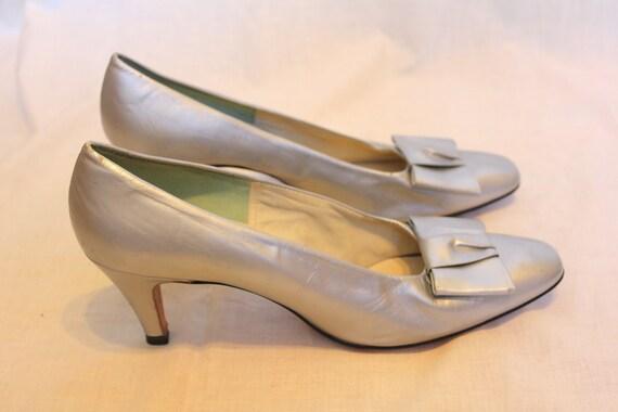 NOS 1960s silver bow heels 9 1/2 A Joseph La Rose shoes