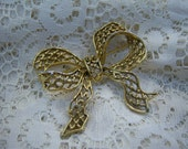 Bow Brooch ... Gold-tone