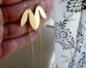HELI-Golden Leaf and Dangle Chain Earrings