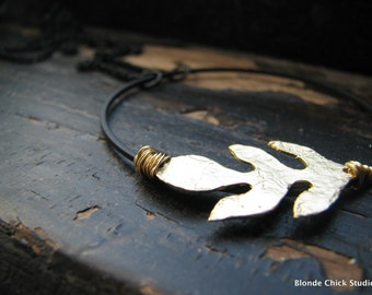 BIRCH-Huge Detailed Matte Black Circle with Textured Golden Leaf Necklace