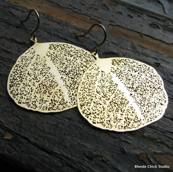 MAPLE-Small Gold Skeletal Round Leaf Earrings