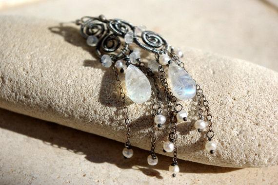MOON LIGHT wire wrapped earrings.