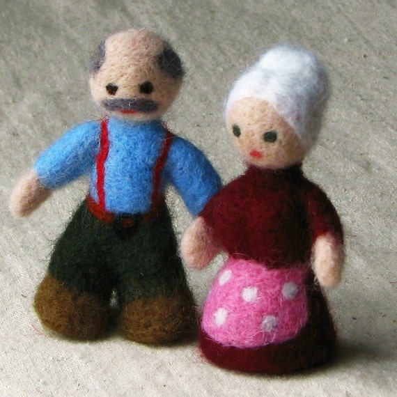 Grandma and grandpa dolls - miniature doll senior couple, needle felted from wool Waldorf style