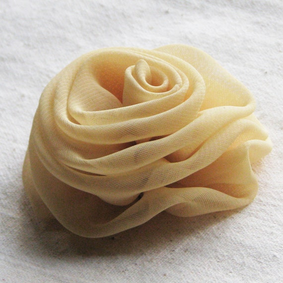 Chiffon rose hair clip in soft honey straw gold, medium