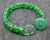 Beaded Bracelet - Green Simplicity by randomcreative on Etsy