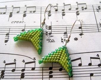 Beaded Dangle Earrings - Triangles Lime Kelly Green by randomcreative on Etsy