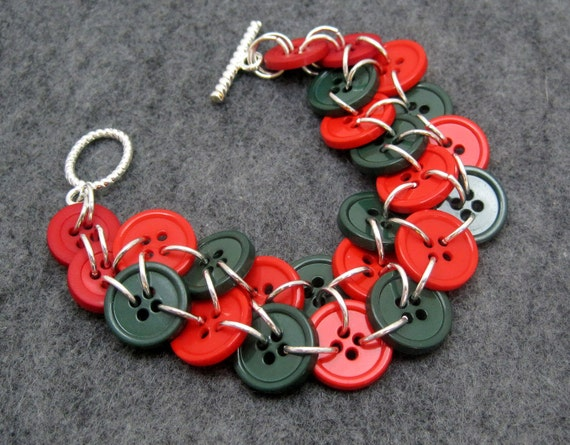 Button Bracelet - Christmas (red, green) by randomcreative on Etsy