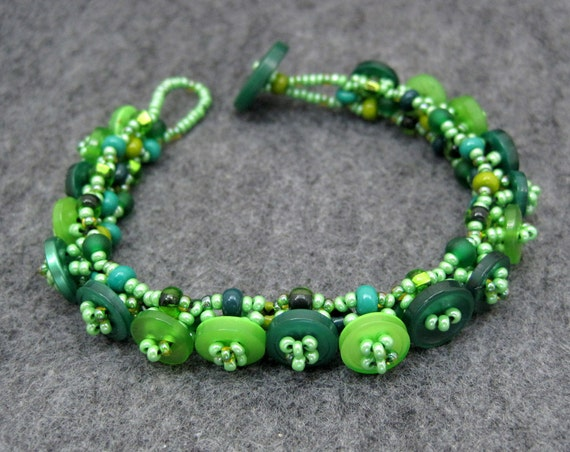 15% OFF and FREE SHIPPING Beaded Bracelet - Button Embellished - Green by randomcreative on Etsy