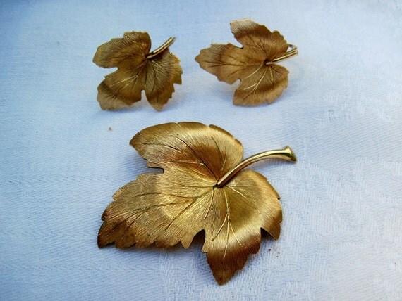 Krementz Gold Leaf Brooch Earring Set Autumn Fall Jewelry
