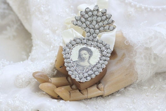 delight in thy beauty - a paper ex-voto locket