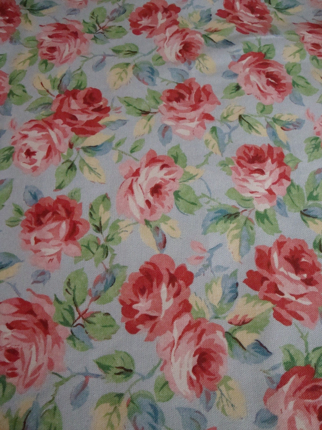 cotton upholstery fabric shabby chic roses roses roses. Black Bedroom Furniture Sets. Home Design Ideas