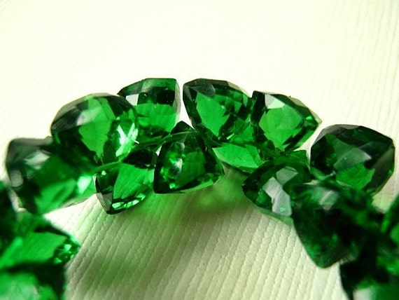 Green Hydro Quartz Gemstone, Faceted Trillion Briolette, 8mm. Semi Precious Gemstone Briolette. Layout of 3. (4K1)