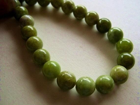 Grossular Garnet Gemstone. Round Beads, 8.5mm. Semi Precious Gemstone Briolettes. Packet of 6.  (1GNG1) Reduced from 5.40