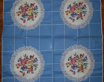 Daisies and Roses Vintage 1950s Kitchen Tablecloth UNUSED and with PAPER TAG