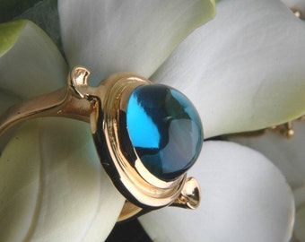 Heart of Water Ring in Swiss Blue Topaz and 18K Gold, Made to Order