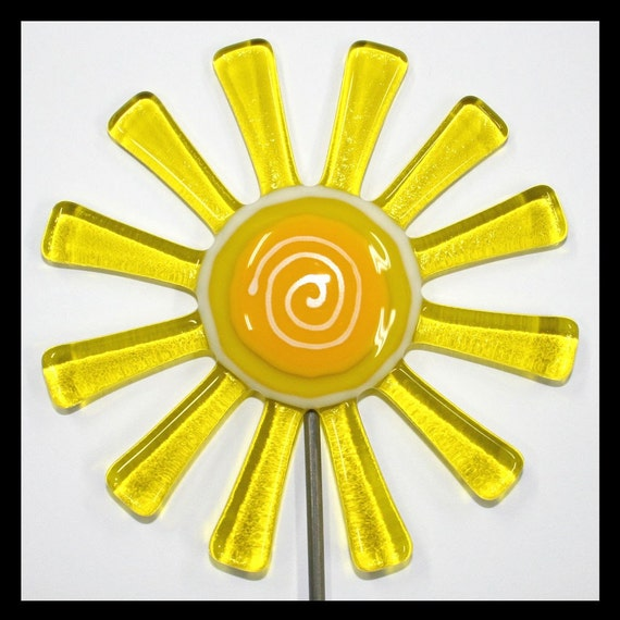 Glassworks Northwest - Transparent Yellow Daisy Plant Stake - Fused Glass Garden Art