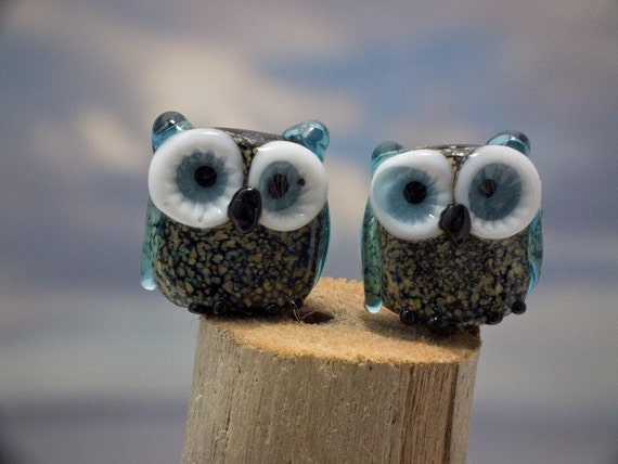 Bonnie and Clyde........ lampwork owl bead pair...sra