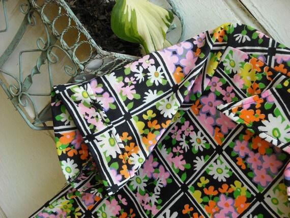 SALE//RETRO Rockin' Floral Blouse