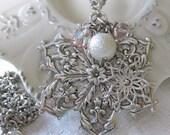 IN A WINTERS GARDEN - vintage snowflake snow crystal necklace