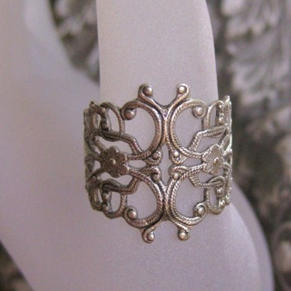 Silver Filigree Ring - WRAPPED AROUND my FINGER